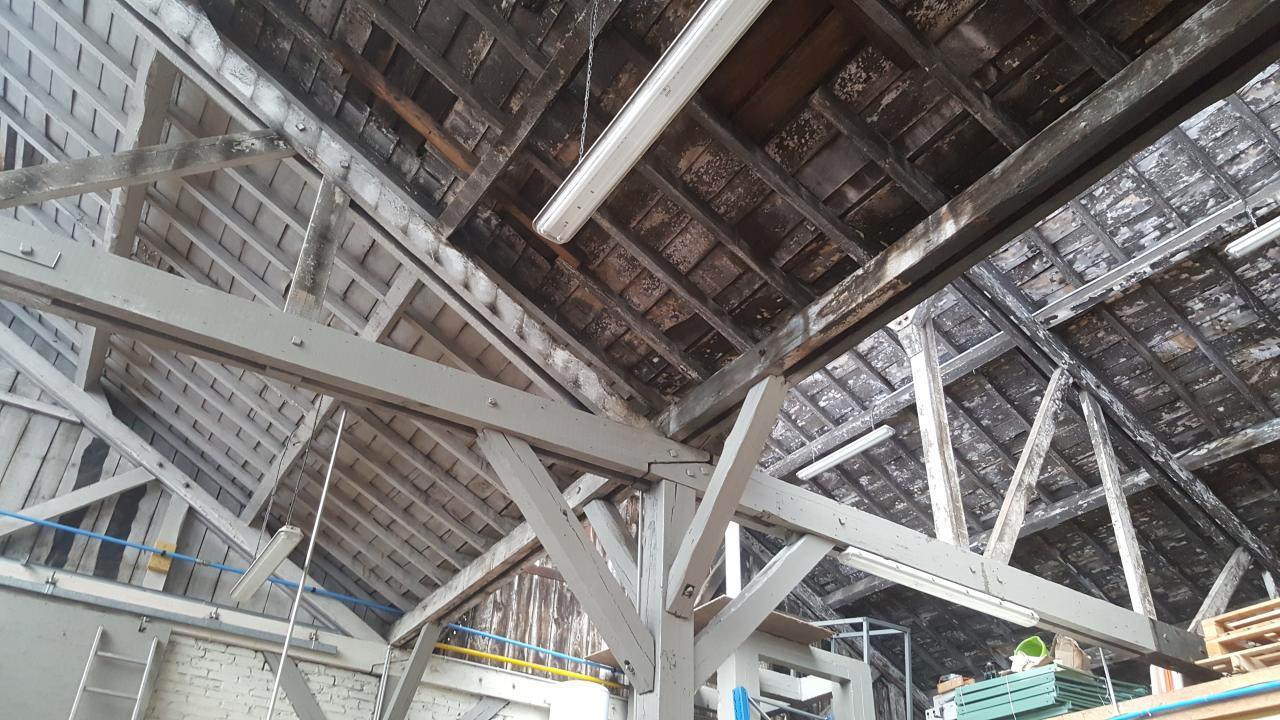 Création de plafond suspendu sur une grande surface