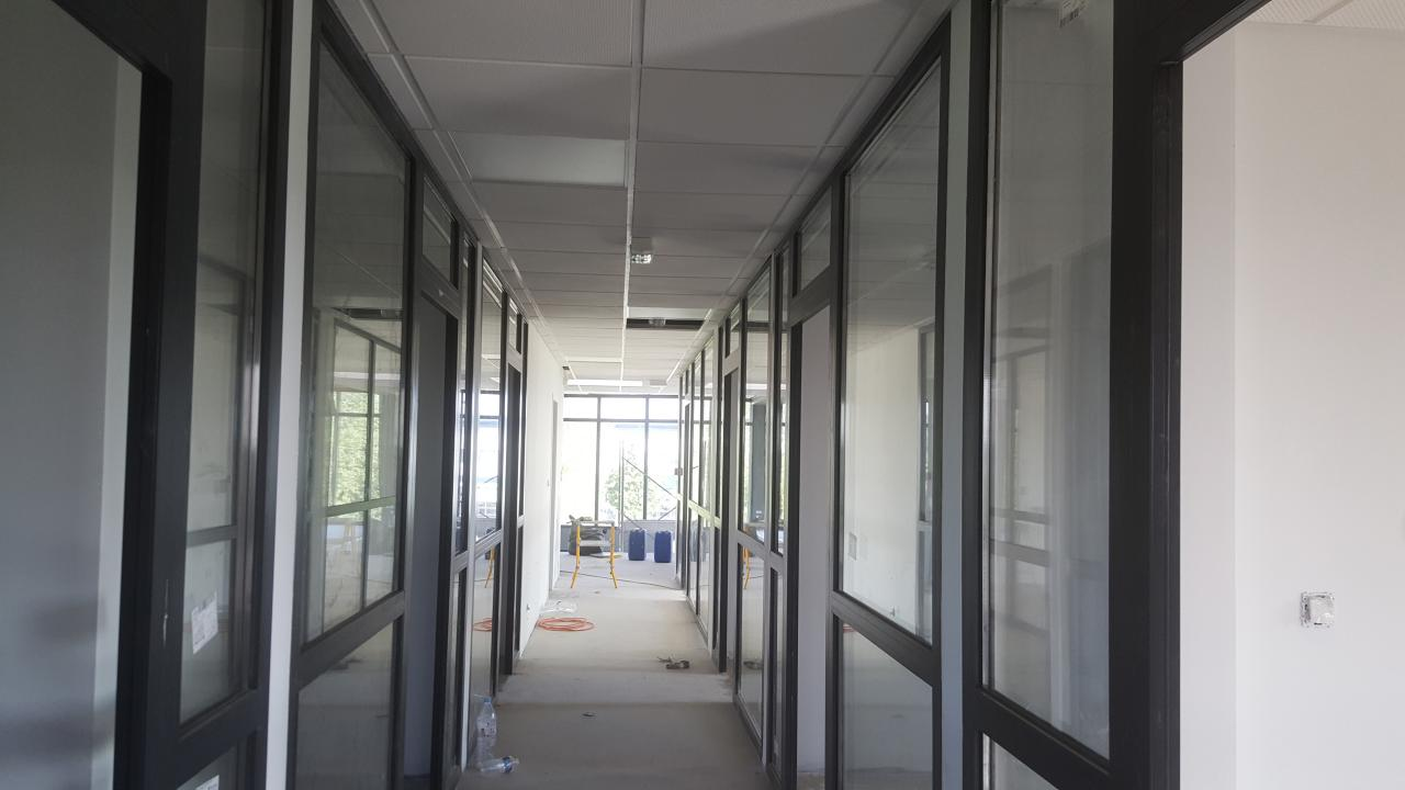 Création de cloisons de séparations avec pose de plafond dalles