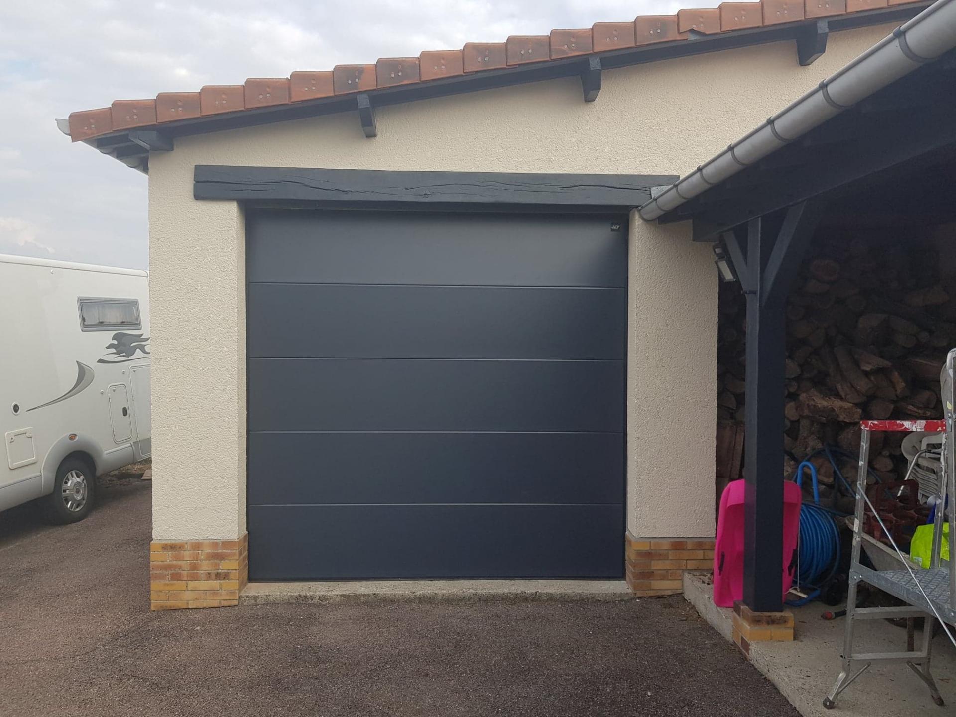 Pose d'une porte motorisée de garage